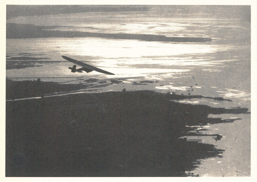 "Postkarte der Wolf Hirth GmbH: ""Doppelraab V 5 über dem Bodensee"""
